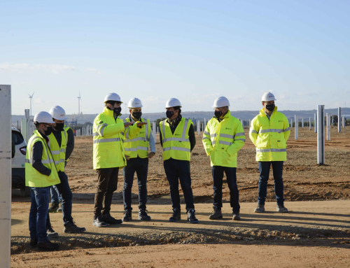 The international managing director of Eiffage Énergie Systèmes, Ludovic Duplan, visits the Campanario site